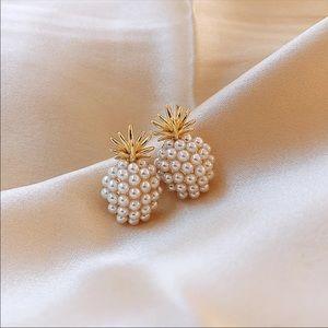 Pineapple pearl earrings
